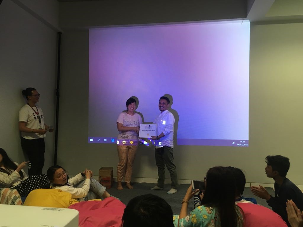 Kegiatan Penyerahan Award Photostory
