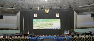 Wisuda 48