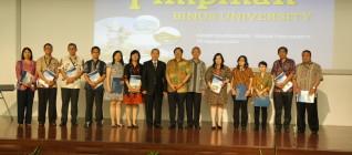 Pemberian sertifikat kepada FoH dan FoE