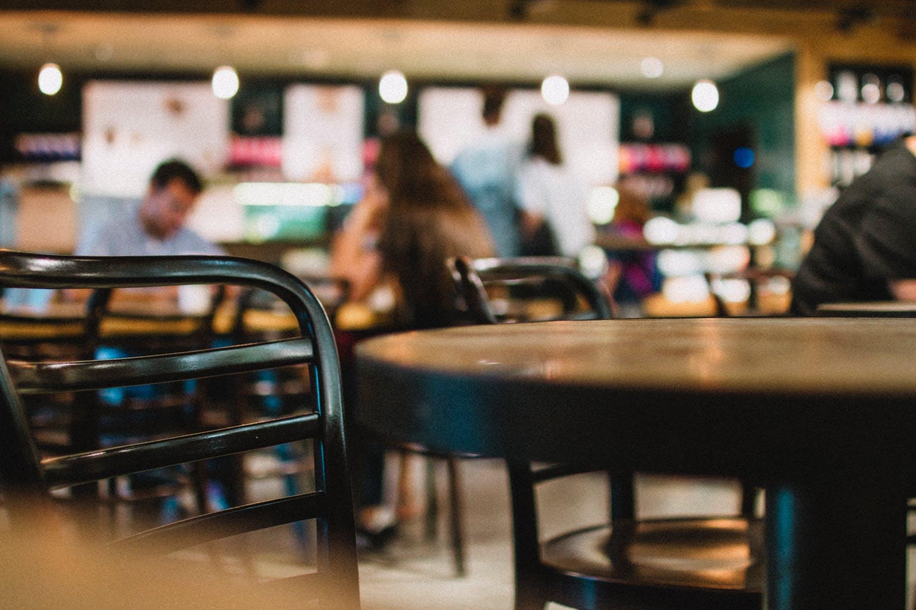 Nggak Harus di Kafe, Ini 5 Tempat Nongkrong yang Pas untuk Mahasiswa